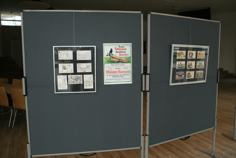 Postkarten und ein Plakat