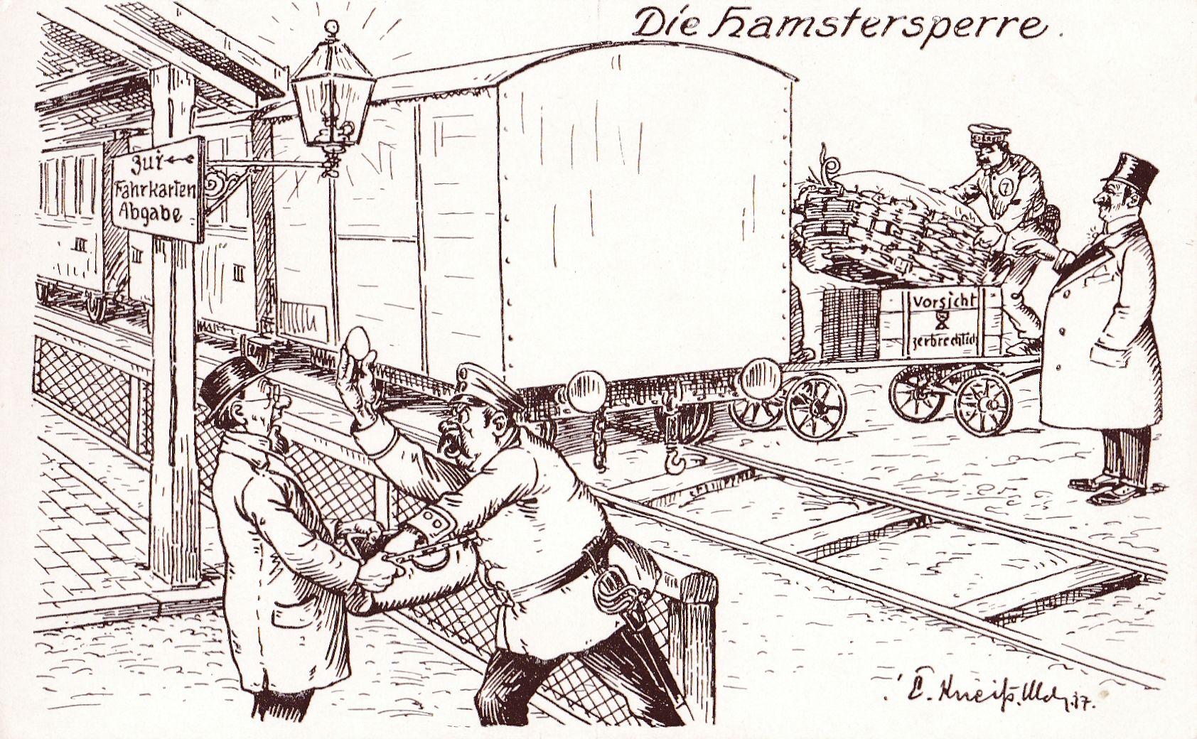 """In einer """"Vorsicht zerbrechlich!""""-Kiste wird ein Schwein versteckt; ein kleiner Hamsterer von einem Polizisten beschimpft."""