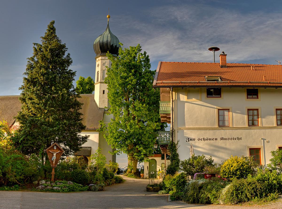 Bild Gasthof und Kirche Zur Schönen Aussicht in Kleinhöhenrain